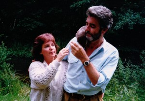 pauline-collins-and-john-alderton-with-our-tame-otter-in-forever-green